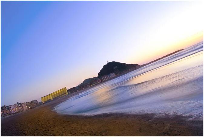 Пляж Zurriola в Сан Себастьяне (San-Sebastian)