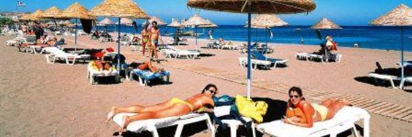 Пляж Фалираки, центр всех дневных и ночных развлечений на Родосе